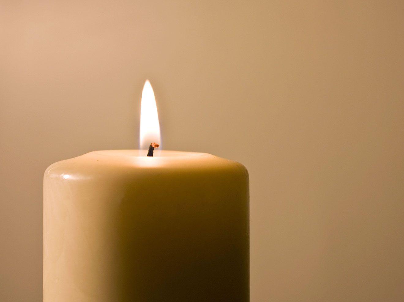 Wir verraten Ihnen wertvolle Tipps, wie Ihre Kerzen deutlich länger und außerdem viel gleichmäßiger abbrennen als zuvor.