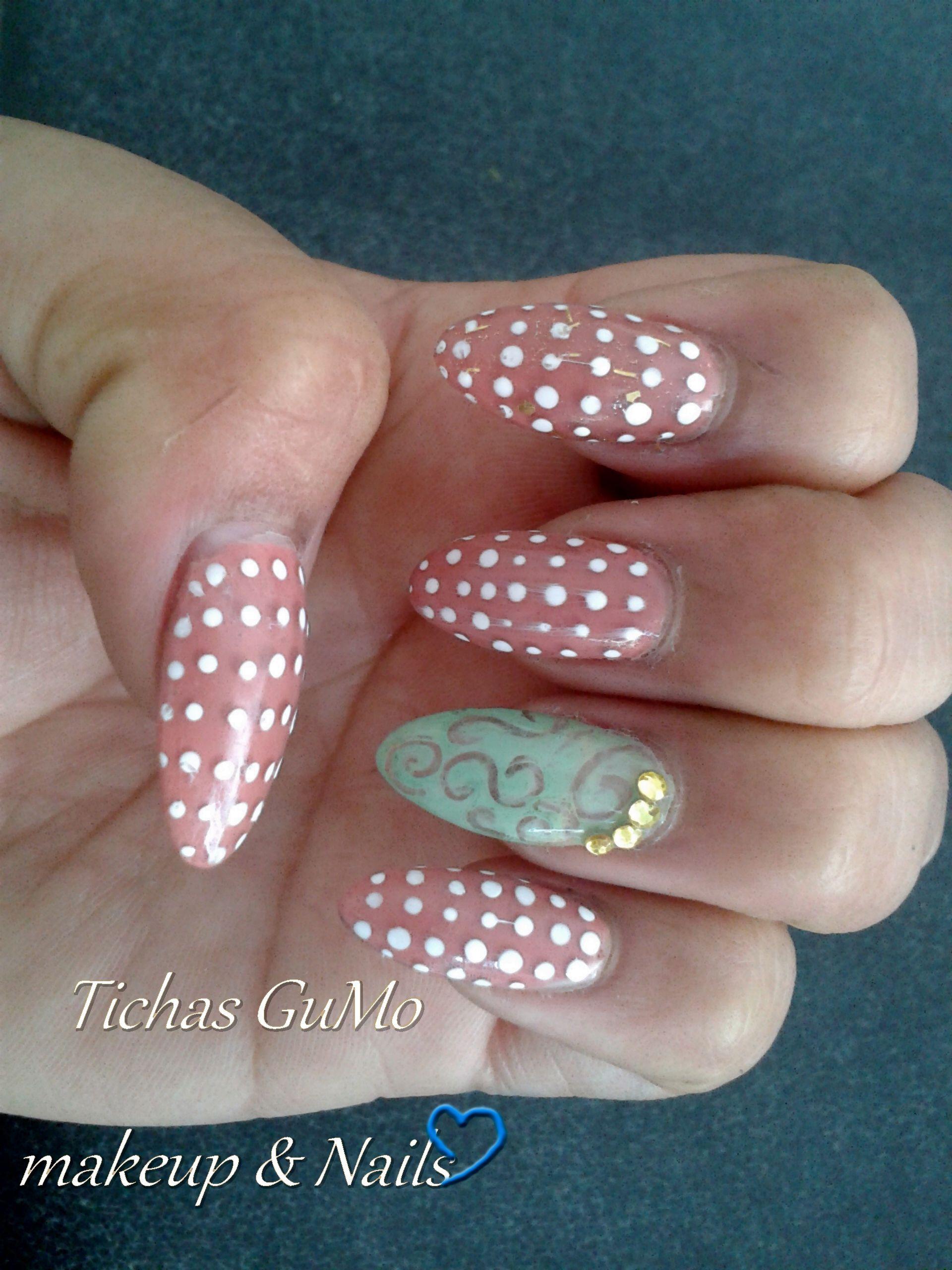 Uñas acrílicas con puntos y esmalte color rosa y verde agua | Ticha ...