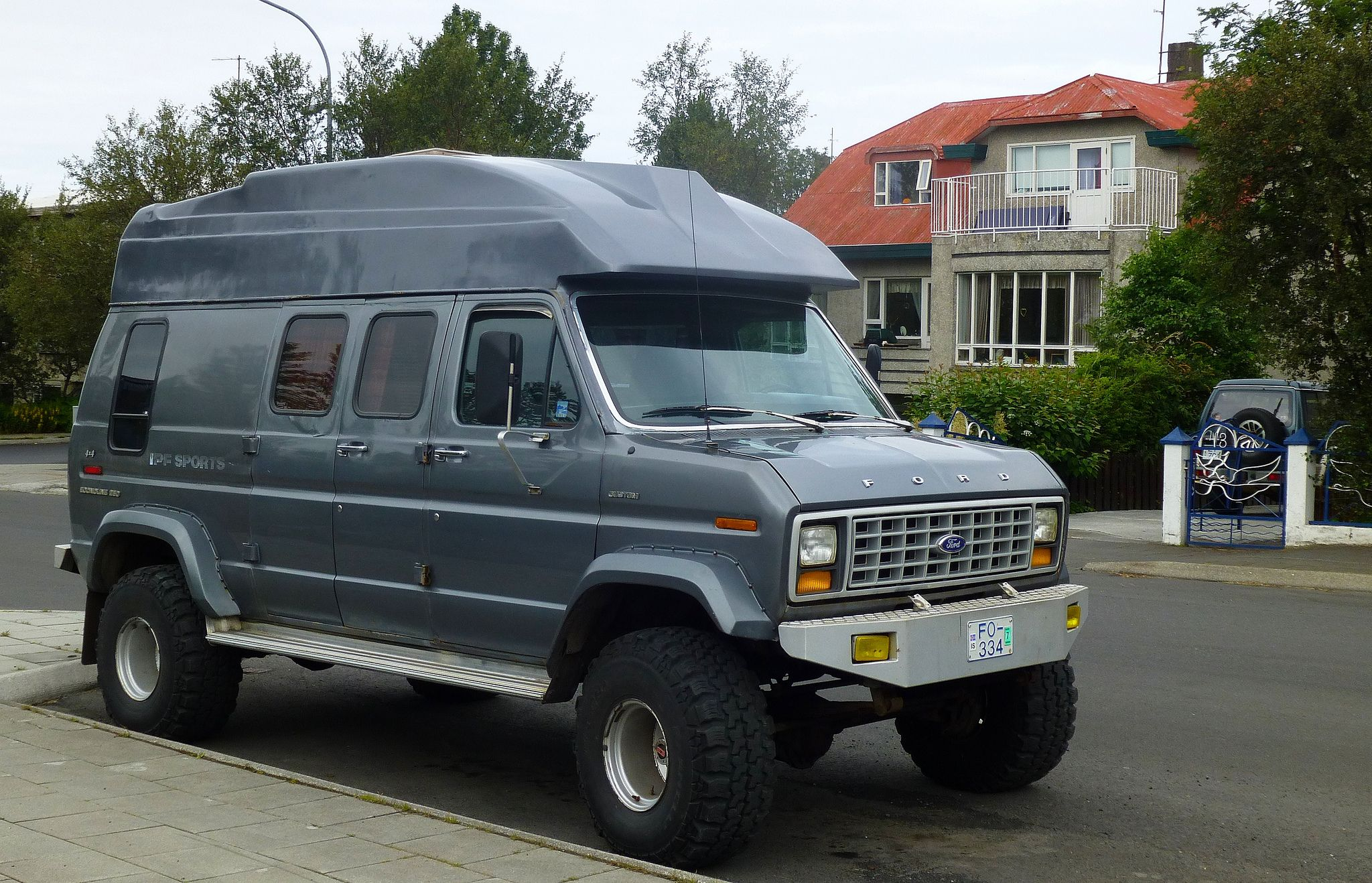Ford Econoline 250 4x4 Reykjavik With Images Ford Van 4x4