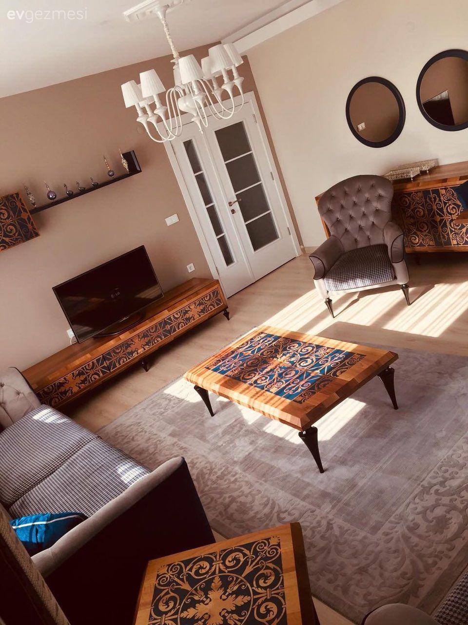 Bu Salon Dekorasyonu Desenlerle Hareket Kazaniyor Ev Gezmesi Oturma Odasi Fikirleri Dekor Dekorasyon