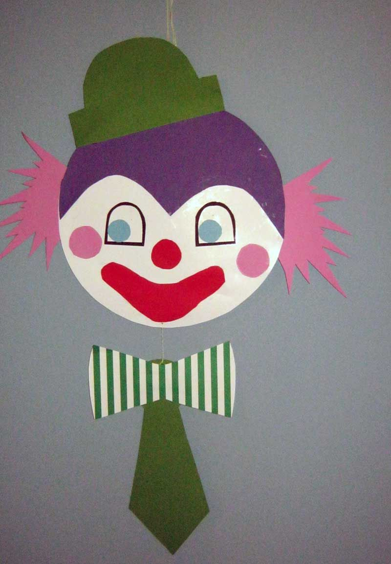 clown mobile oder fensterbild aus tonpapier selber machen anleitung mit schablone und vorlage. Black Bedroom Furniture Sets. Home Design Ideas