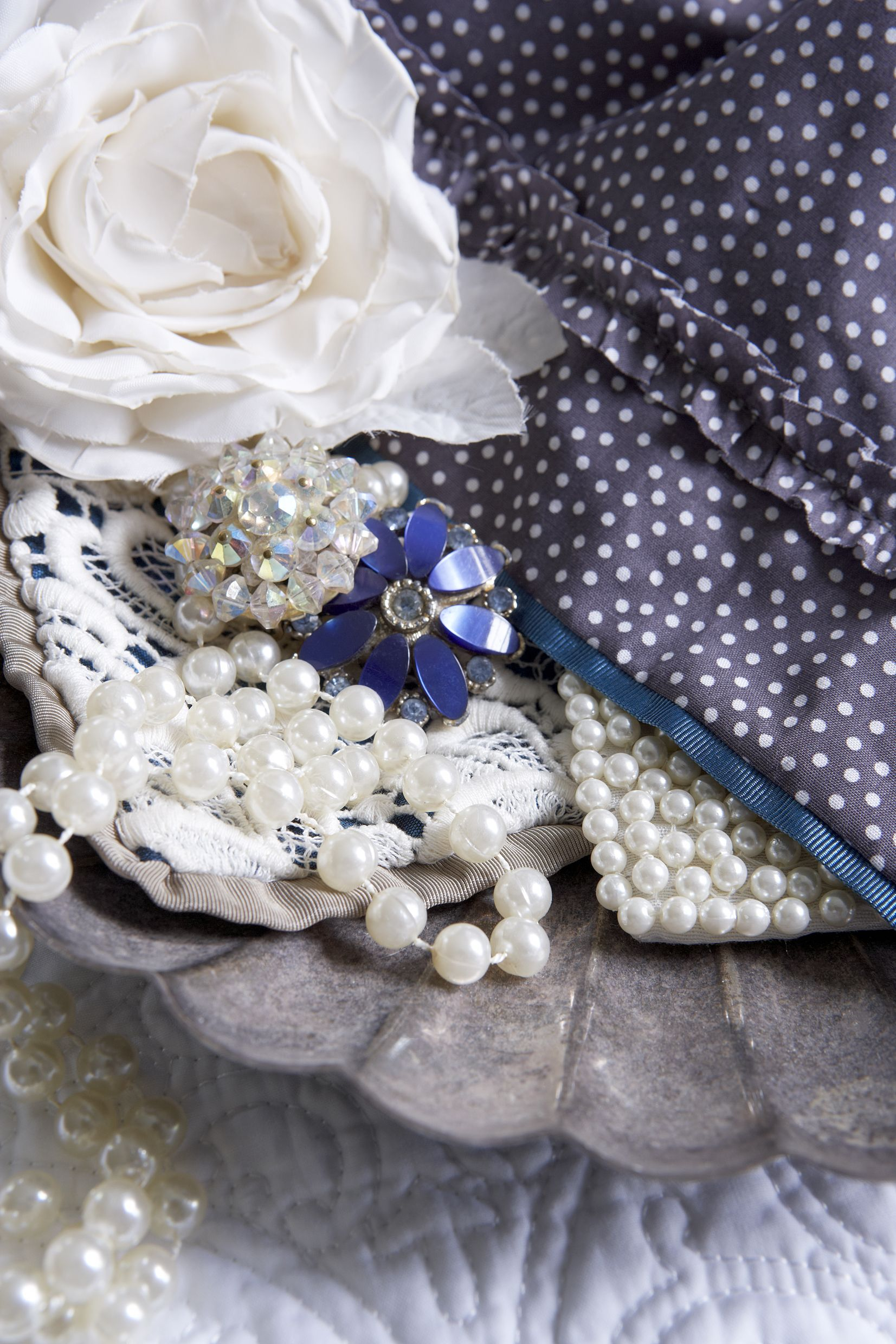 roses and pearls a girls best friend