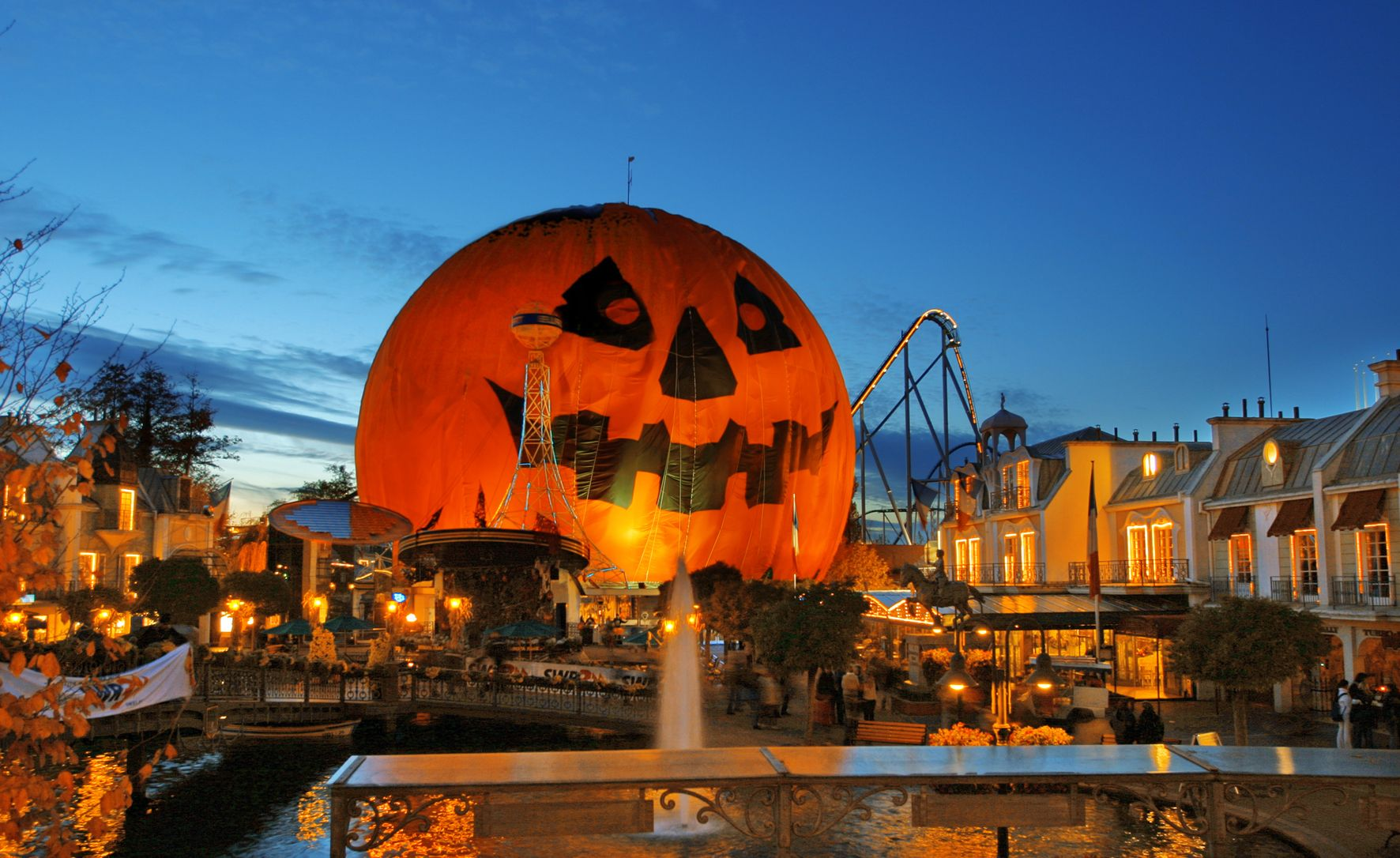 Http Www Free Hdwallpapers Com Wallpapers Architecture 37687 Jpg Horror Nights Theme Park Park Art