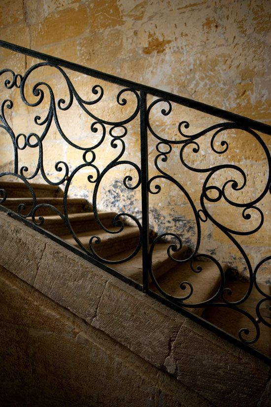 escalier fer forg un mat riau r curant le fer forg pour son l gance parapet balcon et. Black Bedroom Furniture Sets. Home Design Ideas