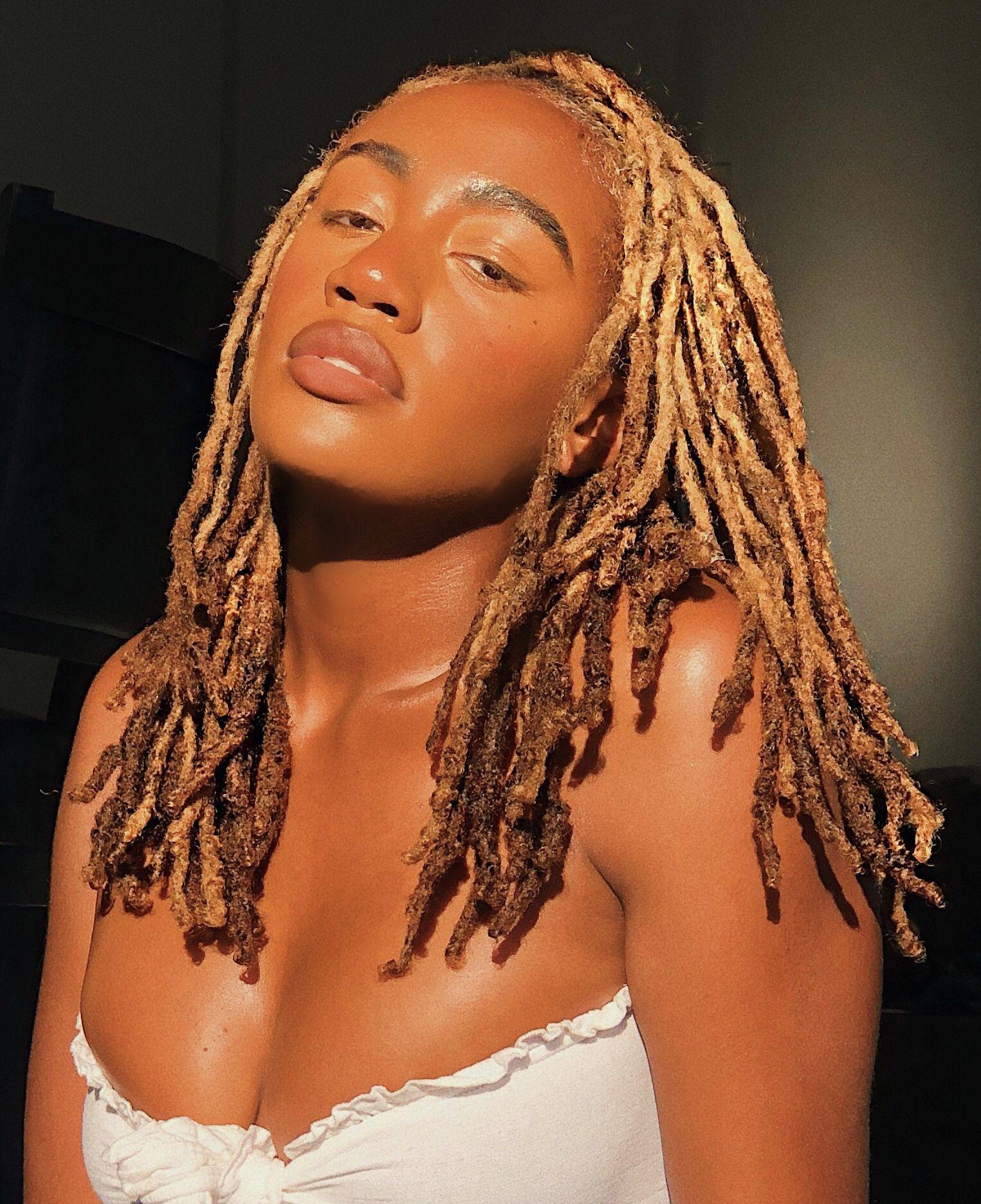 #locstyles #natural #naturalhair #locs #womenwithlocs #3chair #4ahair #4bhair #naturalhair #dreadstyles #dreadstagram #locshairstylesforwomen #blackwomensmakeup #blackwomensfashion