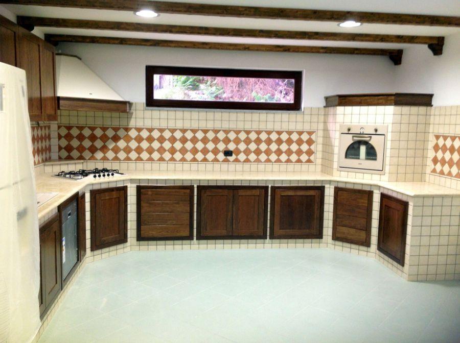 foto cucina in muratura con piano in marmo di modaffari marmi e