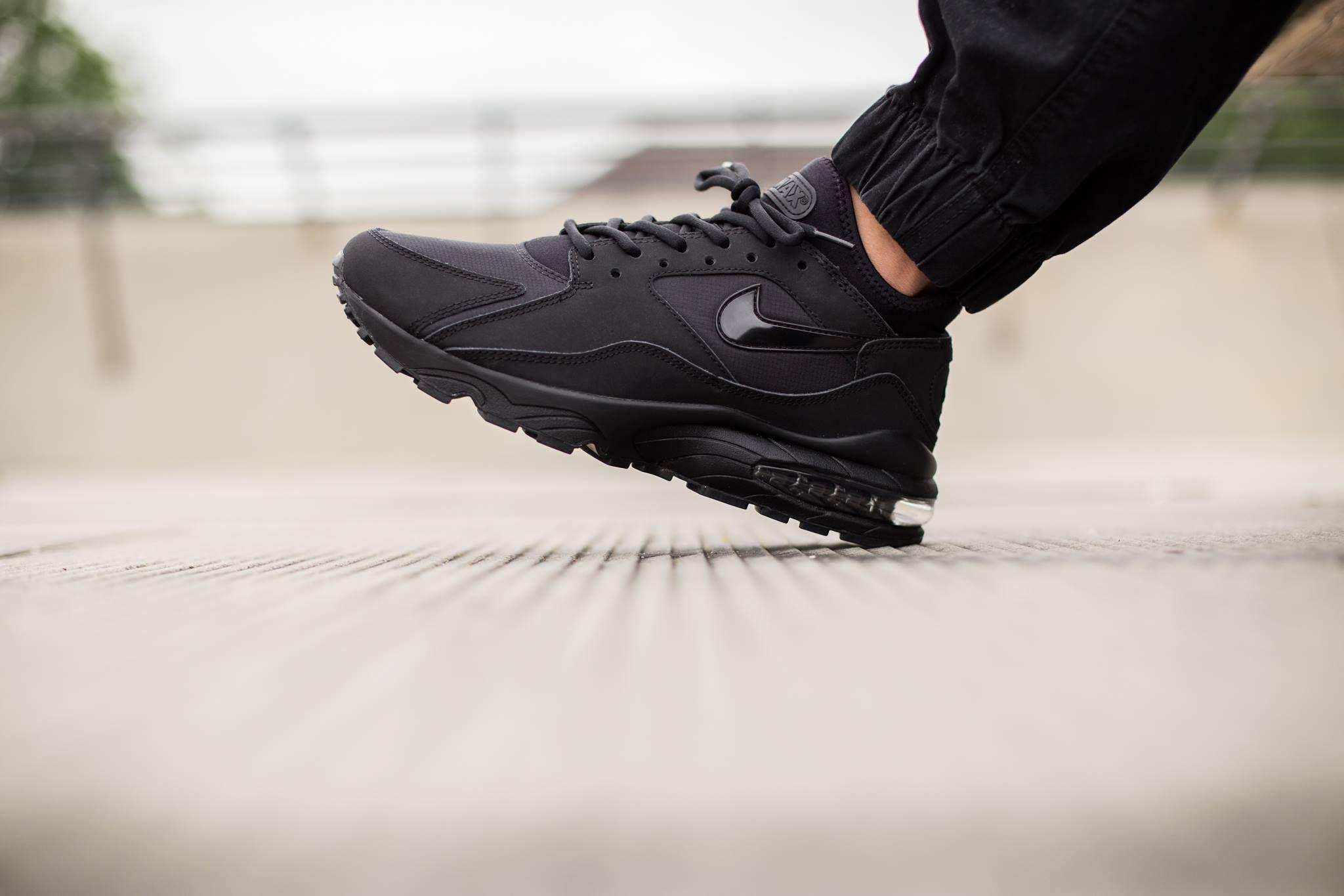 Картинки по запросу Nike Air Max Plus black on foot Картинки