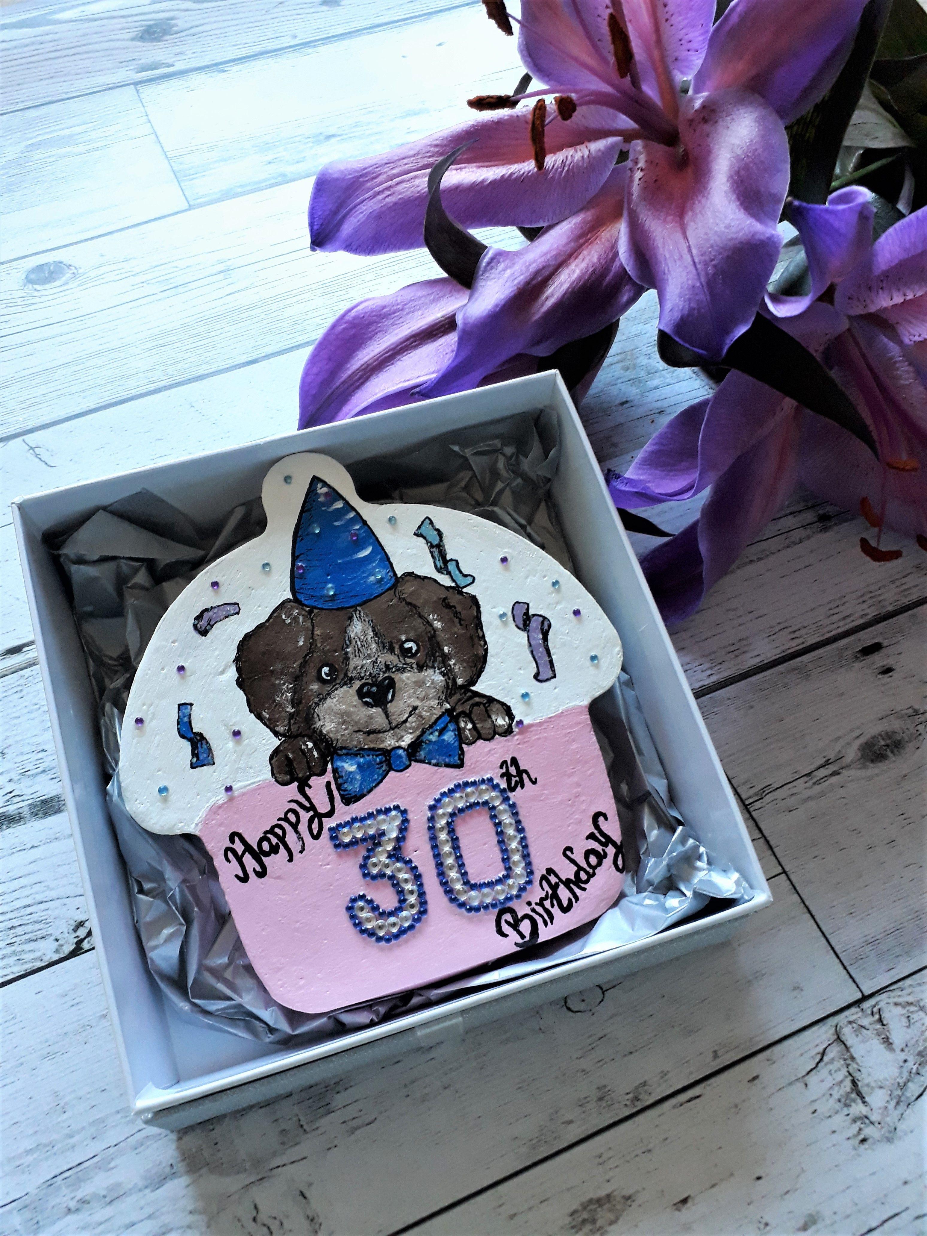 30th Birthday Keepsake Gift Cupcake Shape Pebble Comes In A Box Ready For Giving 30thgift Birthdaykeepsake Birthdaygifts