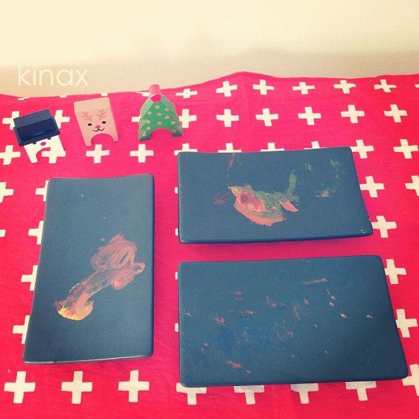*  These're the plates which she drew yesterday  *  昨日の、ちびっこ画伯作の絵付け皿(๑′ᴗ‵๑)  右下のドット柄はパパのだって✨  *  今回はちびっこが絵の具の配合もしてくれたよ(๑′ᴗ‵๑)  *  先日、嬉しいお話を頂きました。  素敵な出会いに感謝(๑′ᴗ‵๑)  また改めてご報告しまーす✨  *  #親バカ部 #children #kids #kinaxfav - @kinax- #webstagram