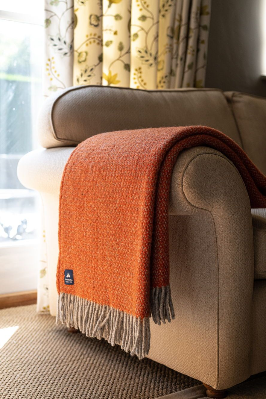 Luxury Pumpkin Orange Illusion Pure New Wool Throw 64 99 Gbp Fabulously Soft Adds A Smart Look To Your Bedroo Woolen Throw Bean Bag Furniture Lambswool Throw
