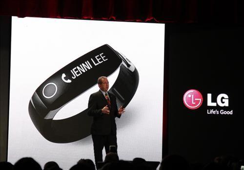 LG전자, 스마트TV용 '웹OS'·웨어러블 기기 첫선(종합)
