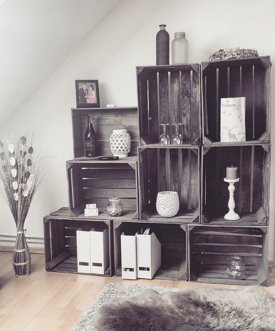 regal aus wein obstkisten mit wei er deko my diy project. Black Bedroom Furniture Sets. Home Design Ideas