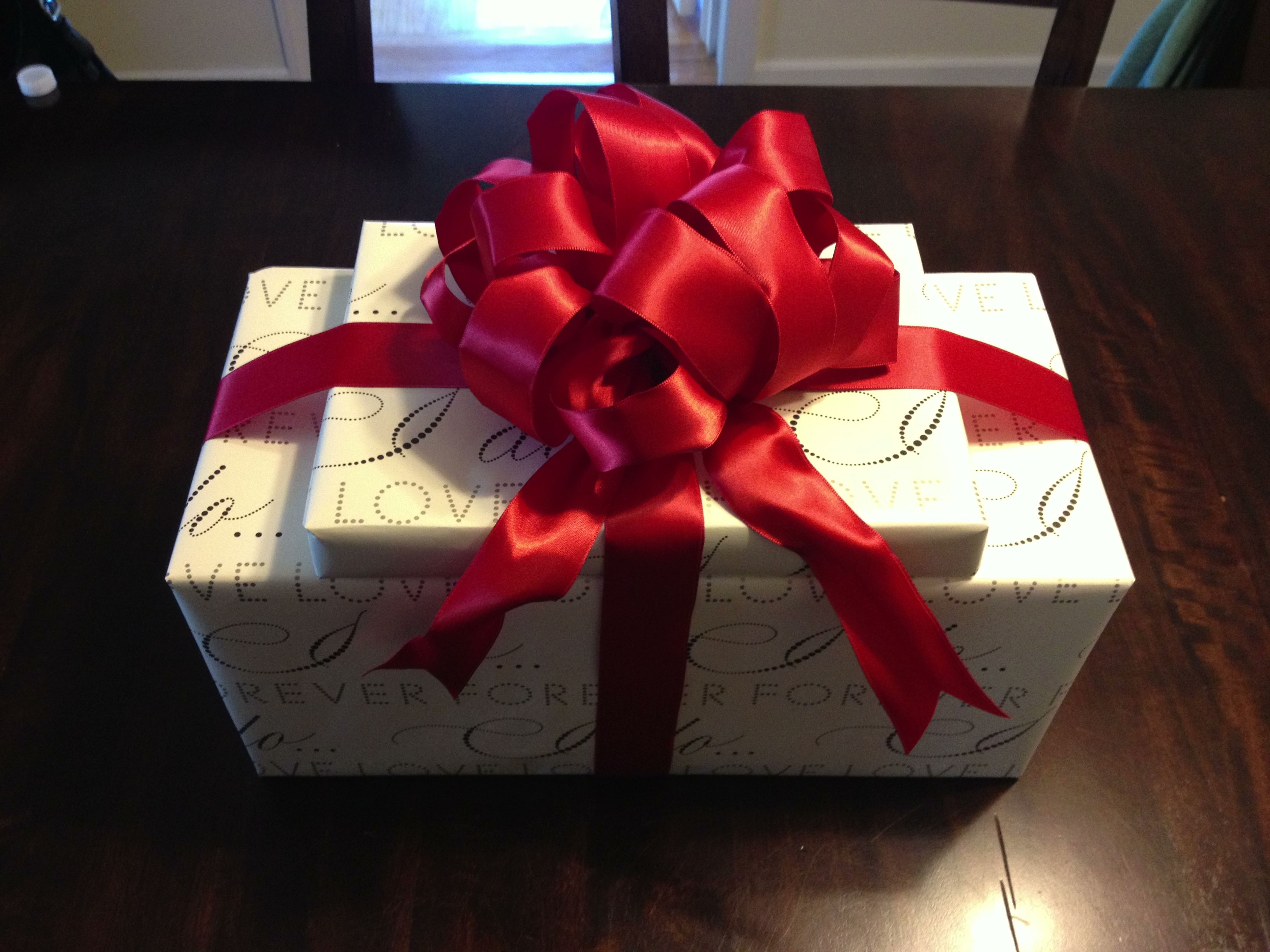 Wedding Gift Wrapping Ideas: #bridal Shower #red #gift Wrap #bow
