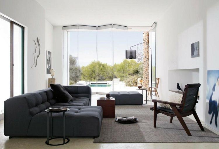 Charmant Helles Wohnzimmer Mit Dunklen Möbeln Und Falttür Aus Glas
