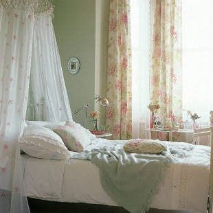 Poppies and Sunshine: Pink & Green Thursday: Shabby Chic
