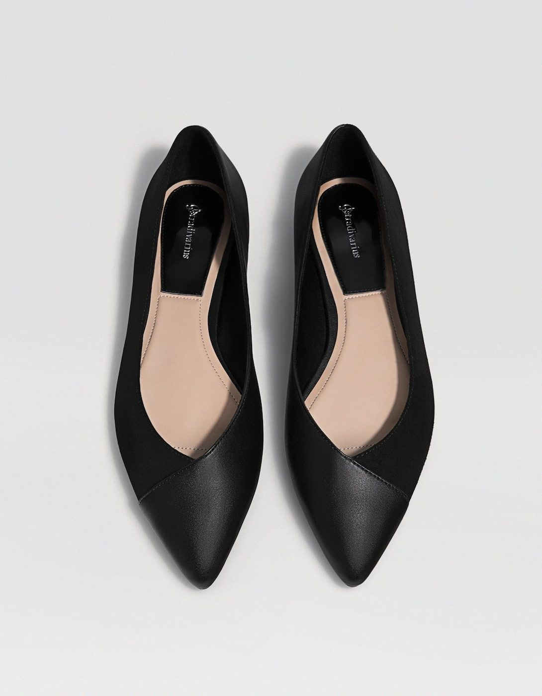 fe332d044e Czarne balerinki - Płaskie buty | Stradivarius Polska Zapatos Negros  Planos, Bailarinas Zapatos, Calzas