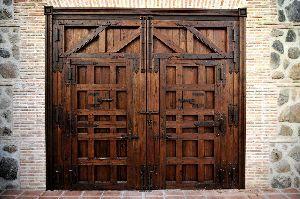Herrajes de forja para puertas rusticas y portones de - Puertas de metal para casas ...