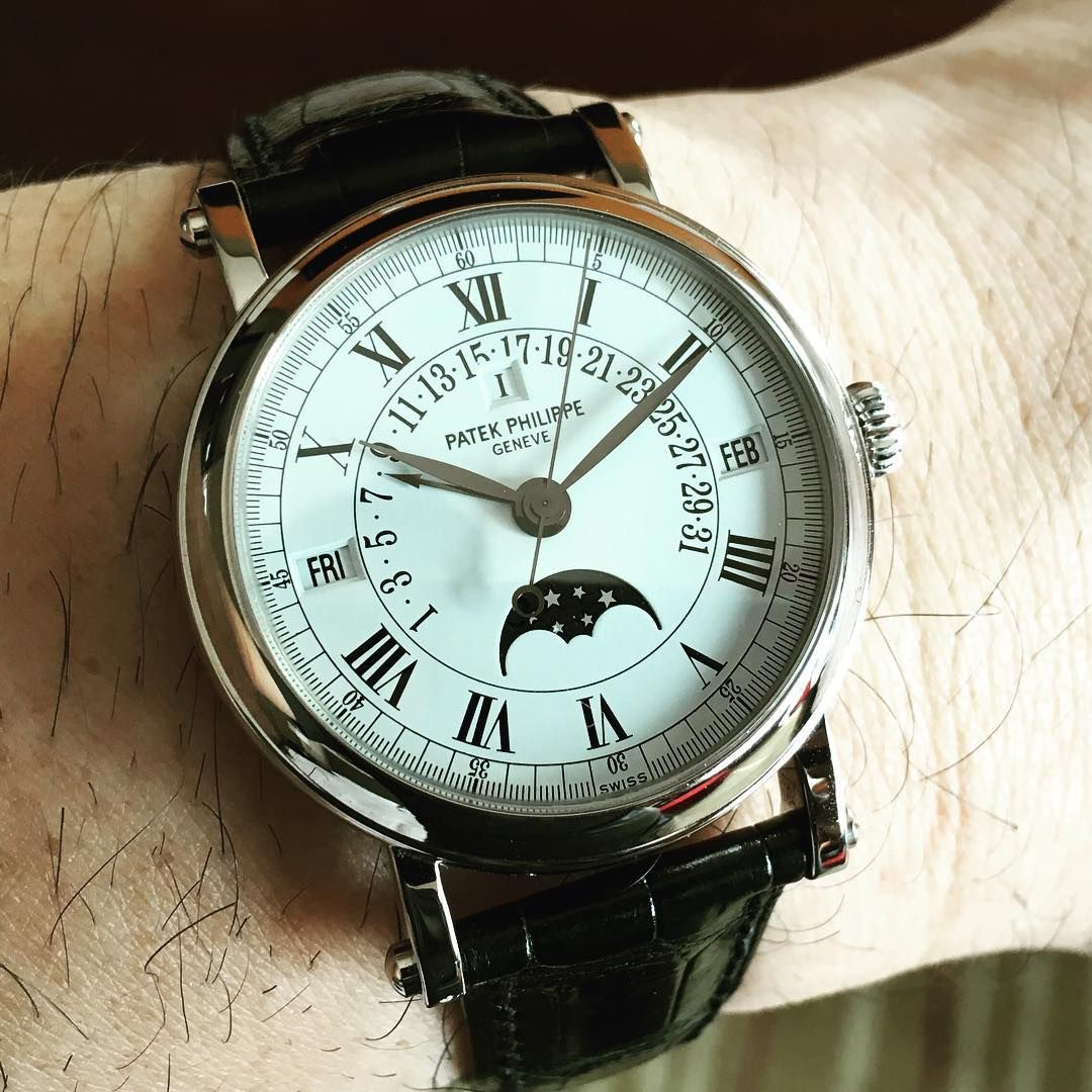 A very nice perpetual calendar with moon phase white gold