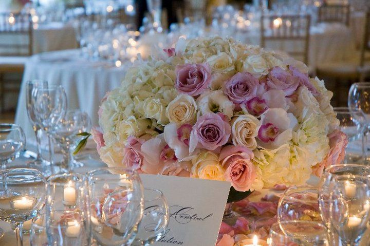 Whites, Ivory and Pinks, Low centerpiece. www.charlotte-design.com