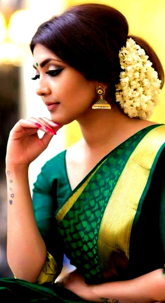 Simple Kondai Hairstyles Dress In 2019 Wedding Hairstyles Saree Simple Wedding Hairstyles Indian Wedding Hairstyles Simple Bridal Hairstyle