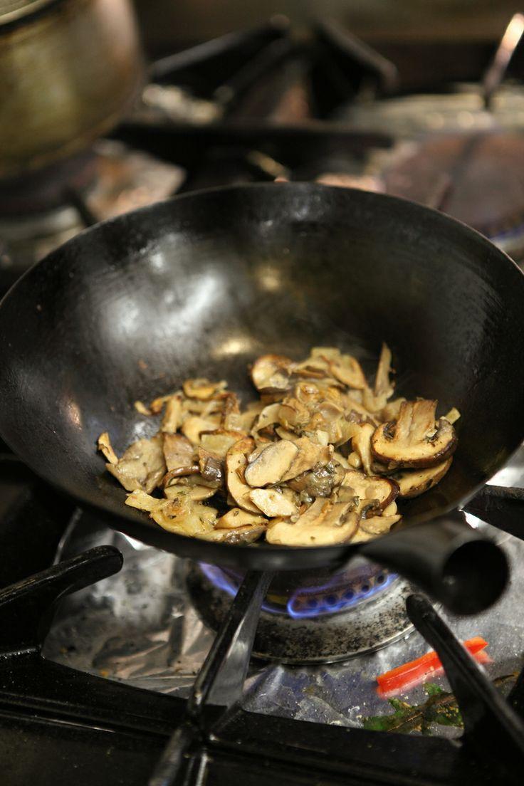 Vegetarische champignons met roseval aardappel en spinazie uit de wok met fetta Ben Lenderink Google +