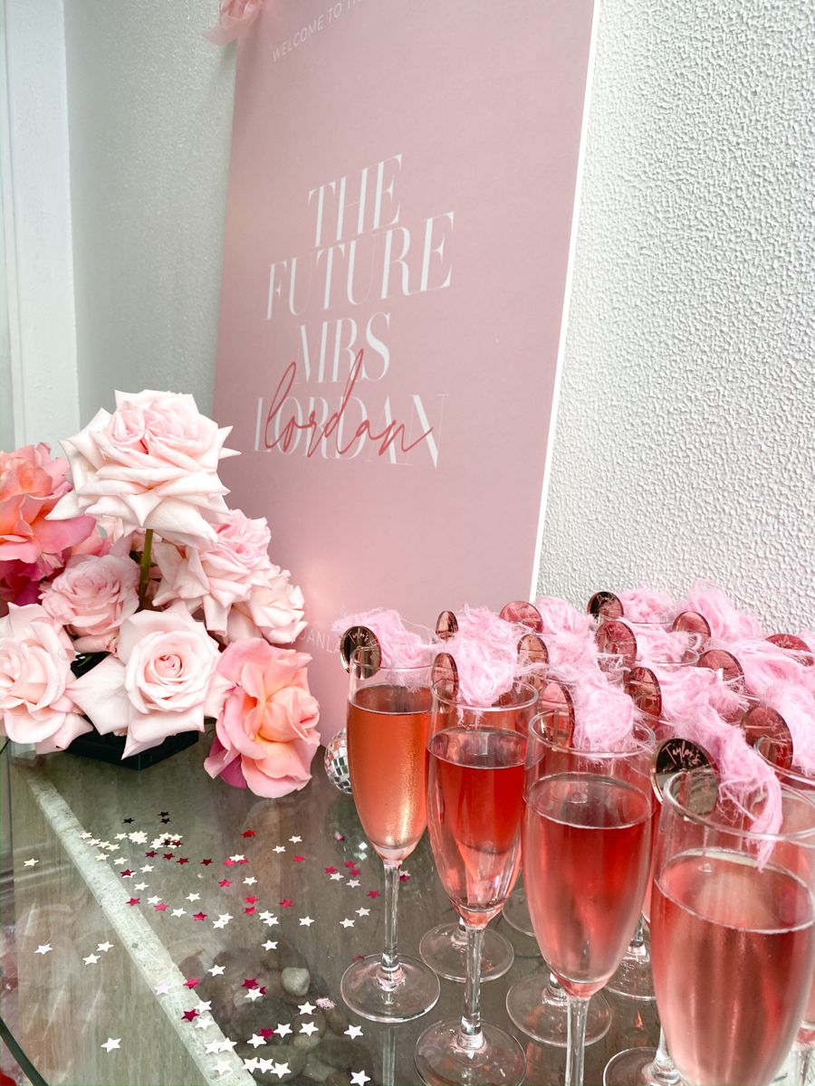 Hens / Bachelorette Party Welcome Sign & Drinks | Bachelorette party signs, Hen  night ideas, Girls night drinks