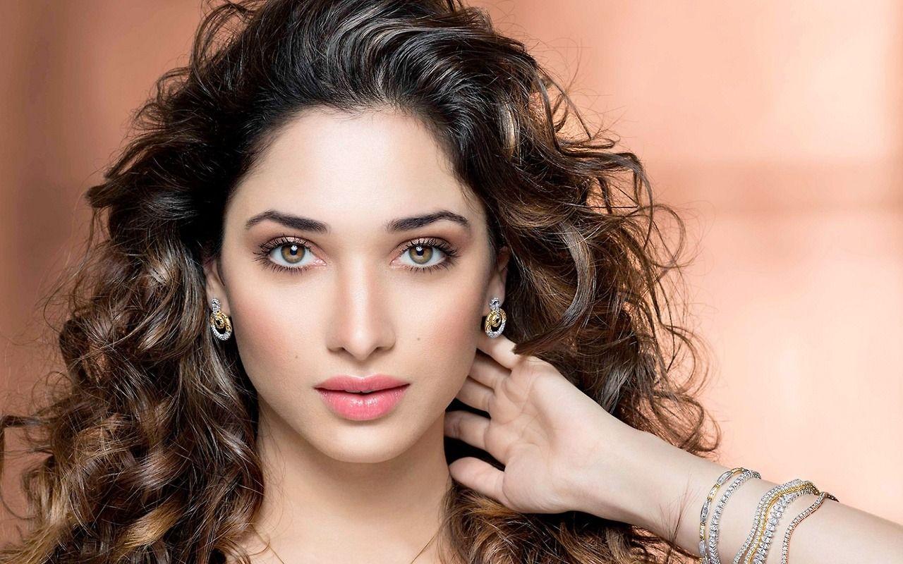 Hot Indian Actress — Anaika Soti - Pleasure to watch heavy