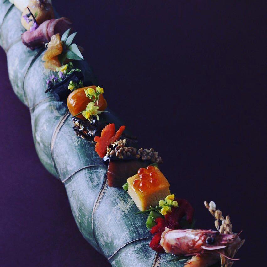 happynewyear #おせち#foodporn #instafood #foodstagram #chefstalk #chefsofinstagram #hipsterfoodofficial #gastronomy #gastroart #japanesefood#theartofplating #foodstarz #thejapanesecuisine#izakayaacta#chefsroll#fgおもてなし by hironorienomoto