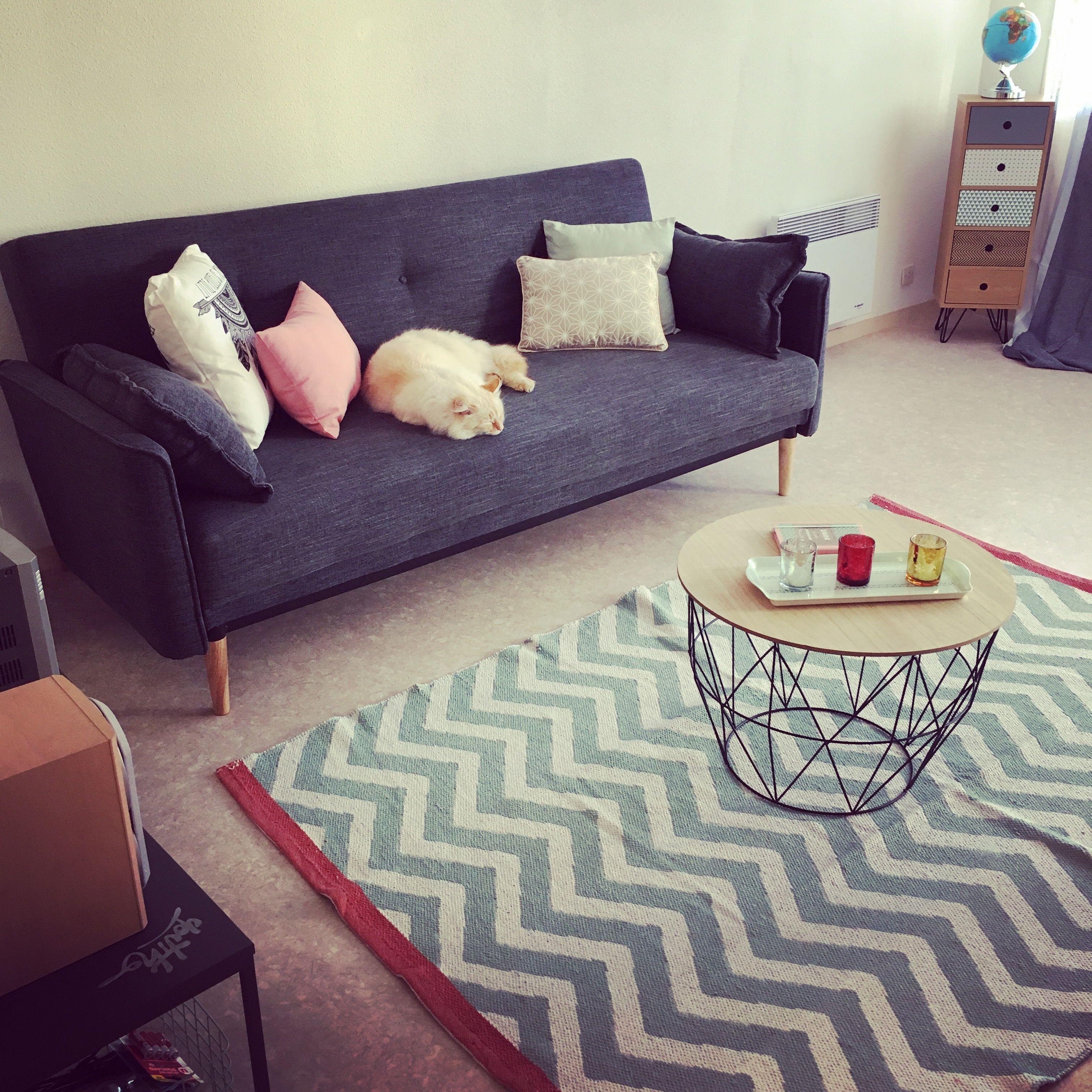 salon tapis maison du monde table basse et coussins la. Black Bedroom Furniture Sets. Home Design Ideas