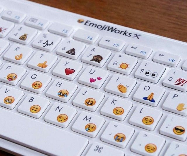 Type Formal Letters And Projects Up Like A True Millennial Using This Emoji Keyboard The Keyboard Is Available In Three Different Models Containing 47 To Ov 키보드