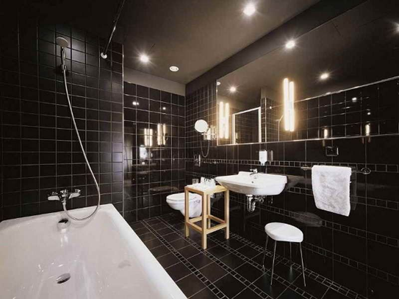 Creating A Stylish Bathroom Wall Tiles Design With Black Themes ...
