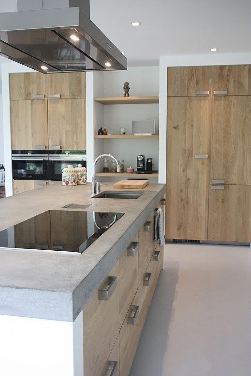 Cucina In Muratura Stile Moderno Con Isola Con Il Top In Cemento Sportelli In Legno Di R Progettazione Di Una Cucina Moderna Stile Cucina Cucina In Muratura