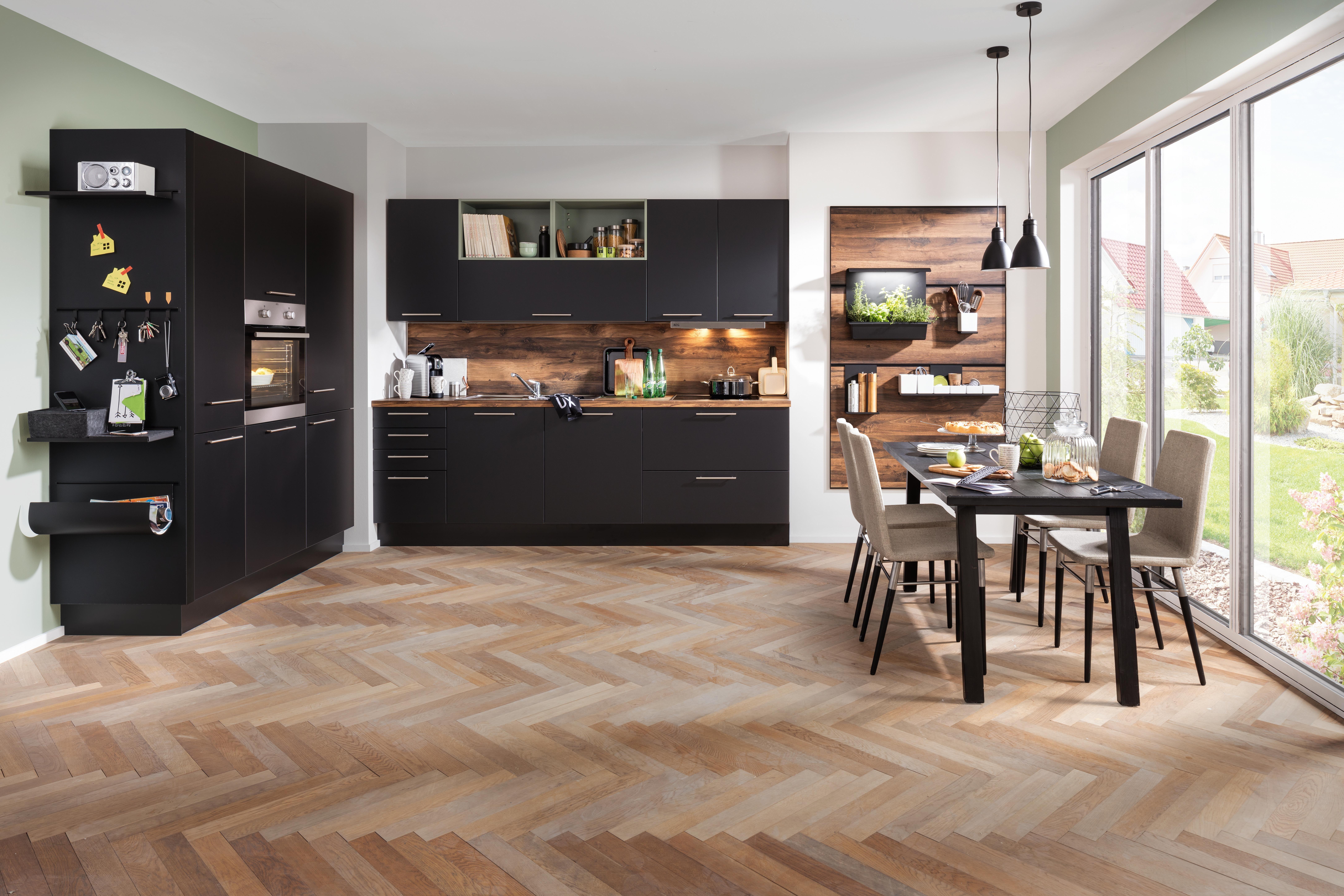 Pin Von Christine Mayr Auf Flat In 2020 Kuche Schwarz Kuche Holz Arbeitsplatte