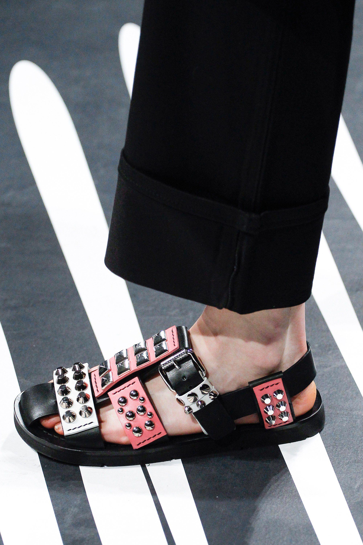 Ready Accessories Show amp; Wear Shoes Prada 2018 Spring To Fashion zPfUEgqw