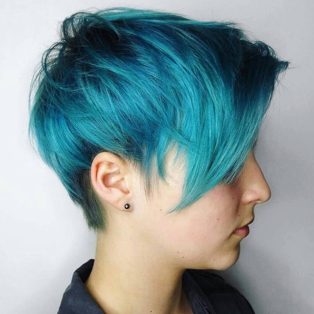 Голубой цвет волос: кому и под какую стрижку он идет