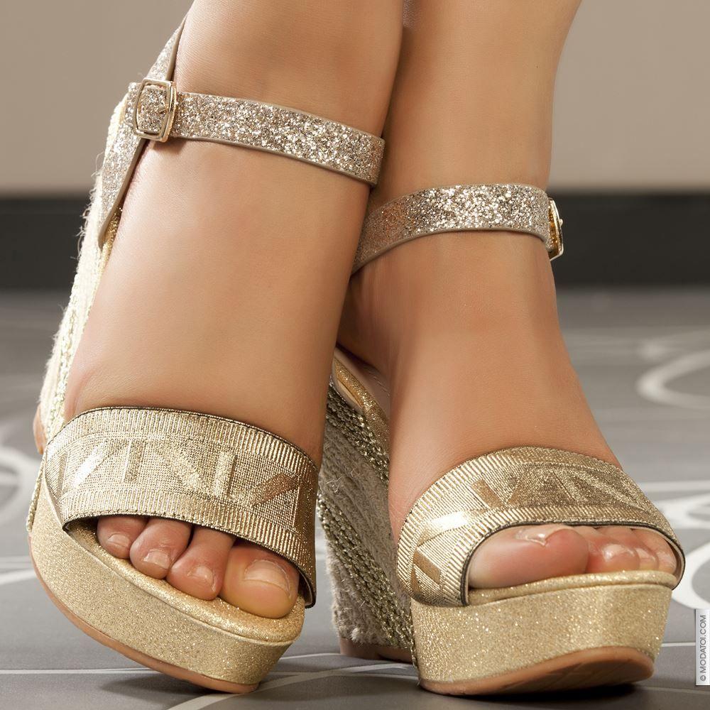 Sandales compensées doré femme elasthomère talons de 12 cm taille 36, en vente sur la boutique en ligne Modatoi. Achetez en
