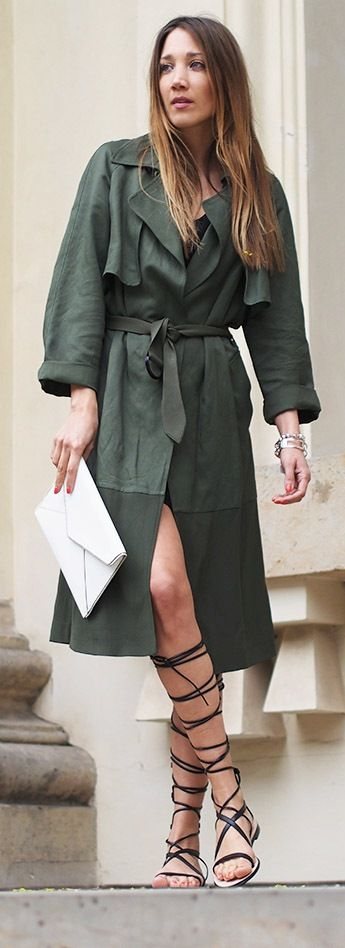 Summer trench with gladiator sandals