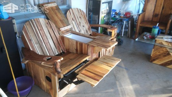 Party Like Pros 2 Person Pallet Recliner Has Built In Ice Chest Pallet Furniture Outdoor Outdoor Furniture Plans Pallet Furniture