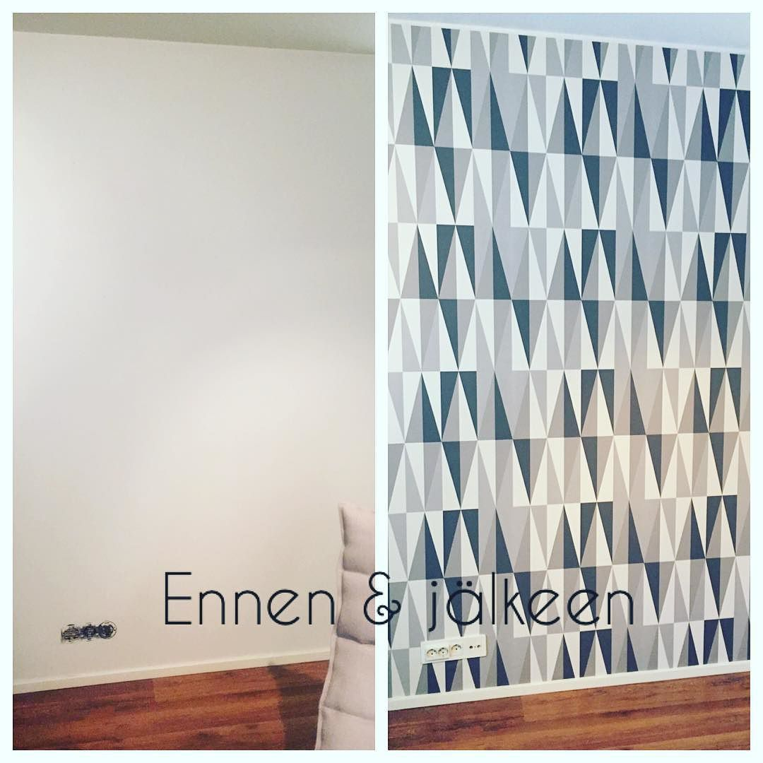 Ensikertalaiset tapetoimassa. #tapetointi #tapetti #diy #fermliving #speargrey #teeseitse #homeimprovement #wallpaper by maikkuh