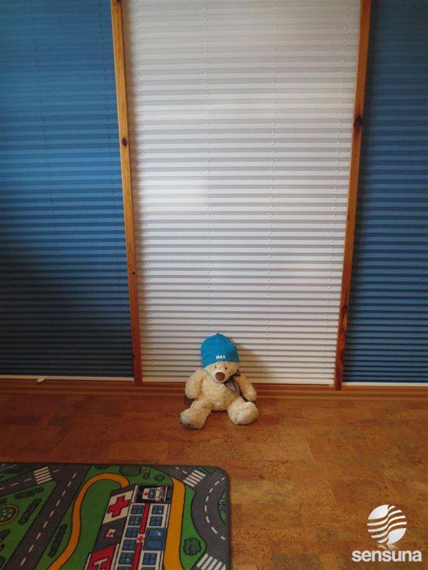 plissee mal anders hier als verkleidung f r einen kinderzimmer schrank pleated blinds. Black Bedroom Furniture Sets. Home Design Ideas
