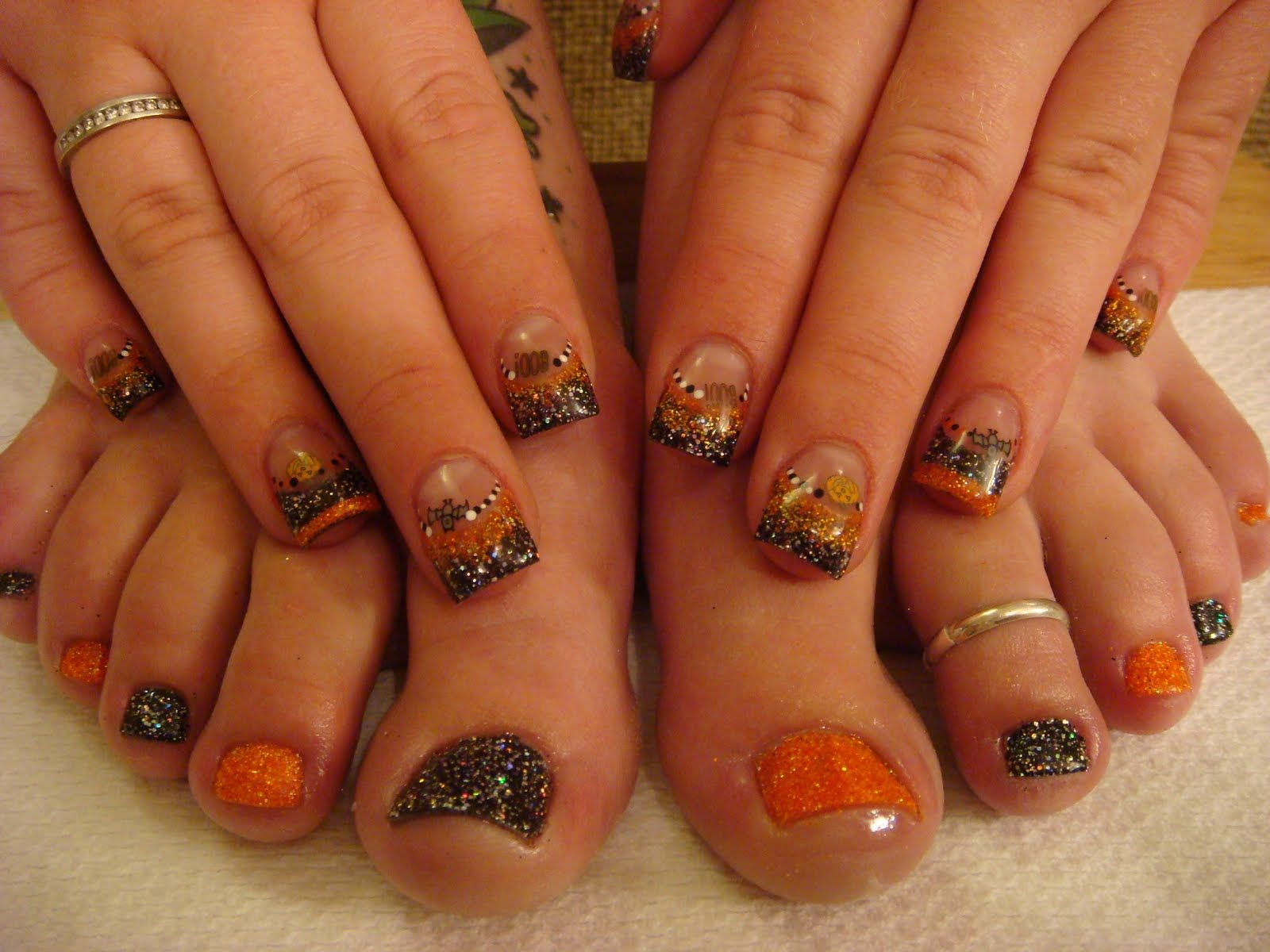 .black and Orange glitter nails | Halloween nail designs ...