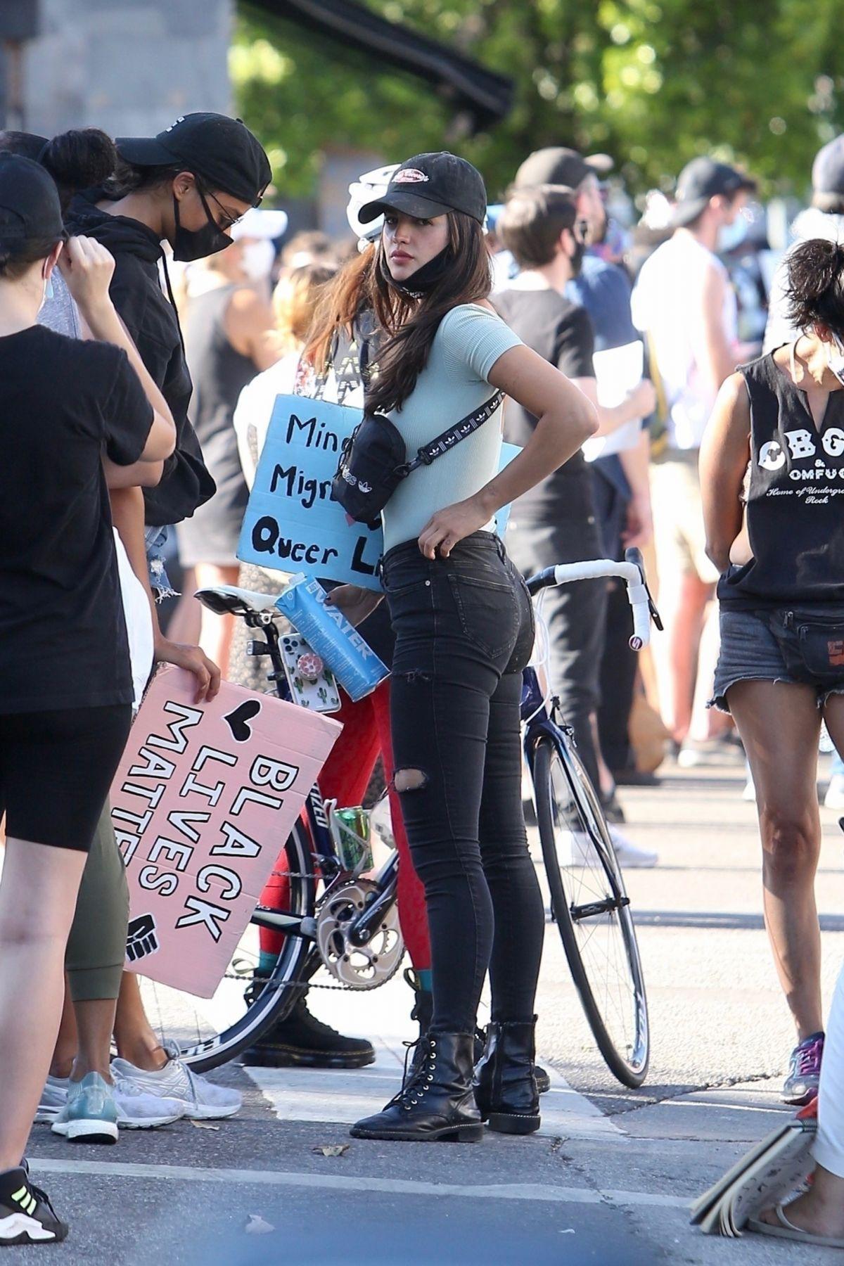 Eiza Gonzalez At A Protest In West Hollywood 2020 06 09 Eiza Gonzalez Emily Ratajkowski Outfits Fashion