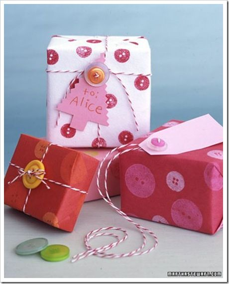 Button Gift Wrap...cute, easy and creative