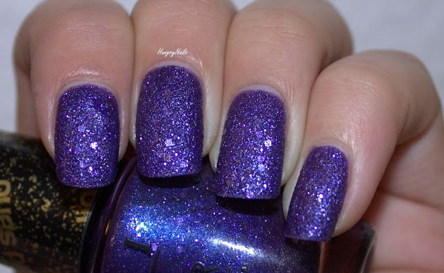 HungryNails: Even though I try, I can't let go