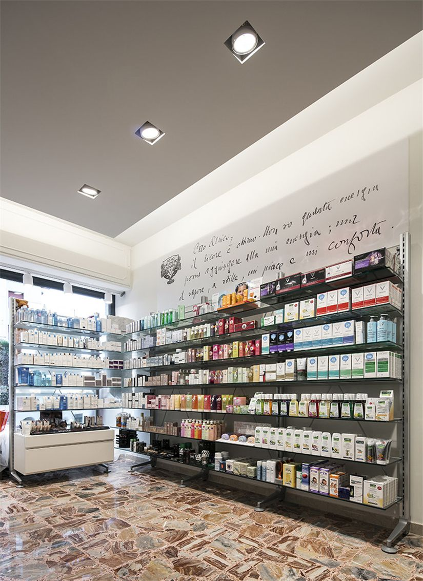 Vintage Small Store Interior Design For Medicine Retail Shop 018