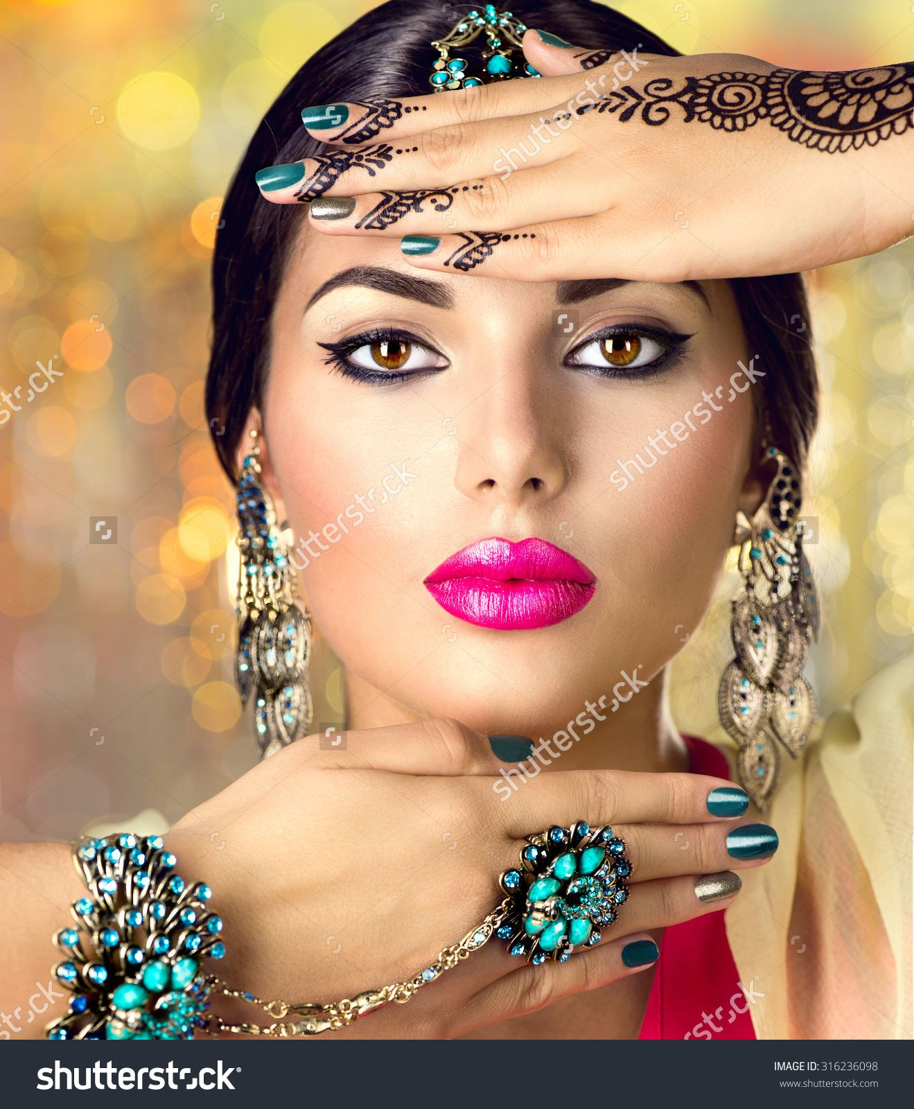 Beautiful fashion Indian woman portrait with oriental