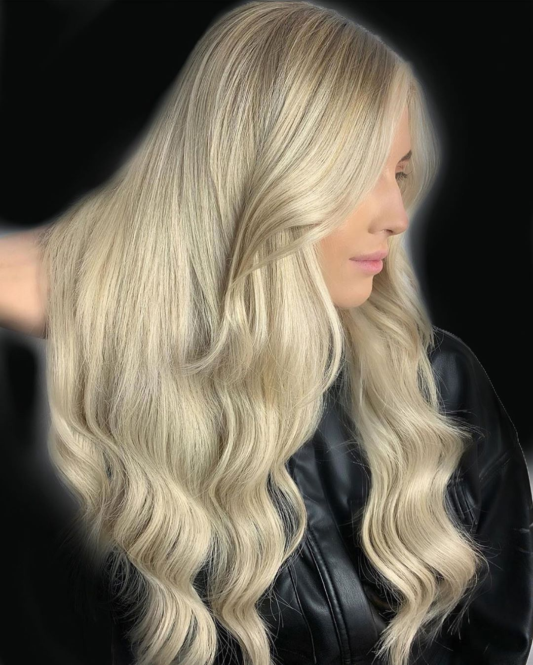 𝐵𝒶𝓇𝓁𝑒𝓎 𝐵𝓁𝑜𝓃𝒹𝑒..🖤 #awardwinningsalon #balayage #balayageartists #balayagehair #hairoftheday #hairinspo #hairinspiration #hairgoals #hairtrends #hairideas #instahair #hairofinsta #modernsalon #salonsdirect #behindthechair #hairpainting #hairfashion #hairporn #beautylaunchpad #dimentionalbalayage #livedinblonde #blonde #blondehair #hair #hairstyles #haircolour #chesterfield #clowne #WellaHair#luxelights