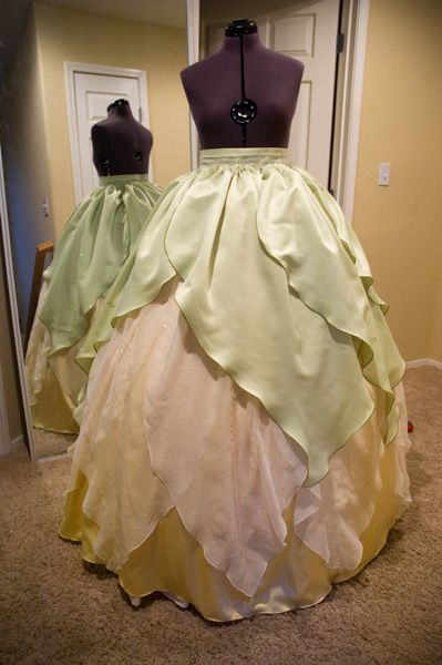 skirt tutorial ish thing for tiana lovely deguisement pinterest d guisements booth et. Black Bedroom Furniture Sets. Home Design Ideas