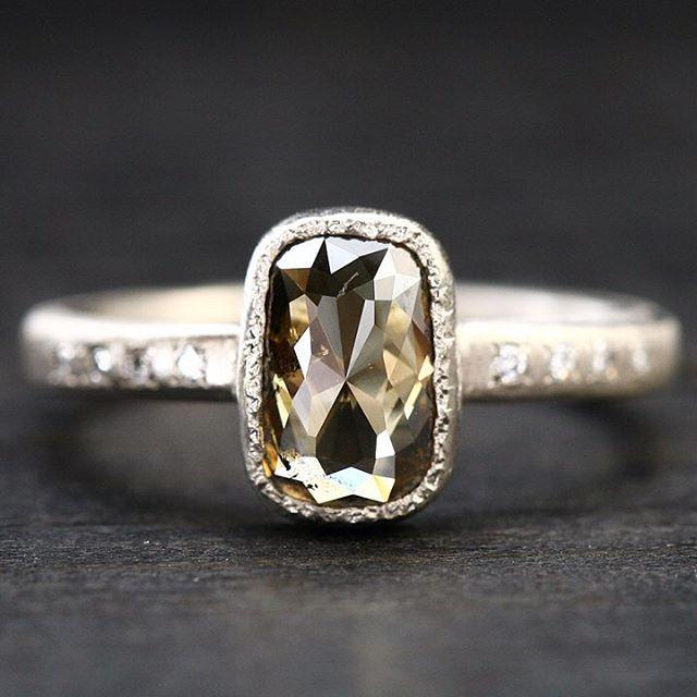 Stunning whisky brown diamond ring will learn French soon at @whitebirdjewellery #madeinbrooklyn #showmeyourrings #lovegold ##alternativewedding#couturedailydose#yasukoazuma #alternativebridal