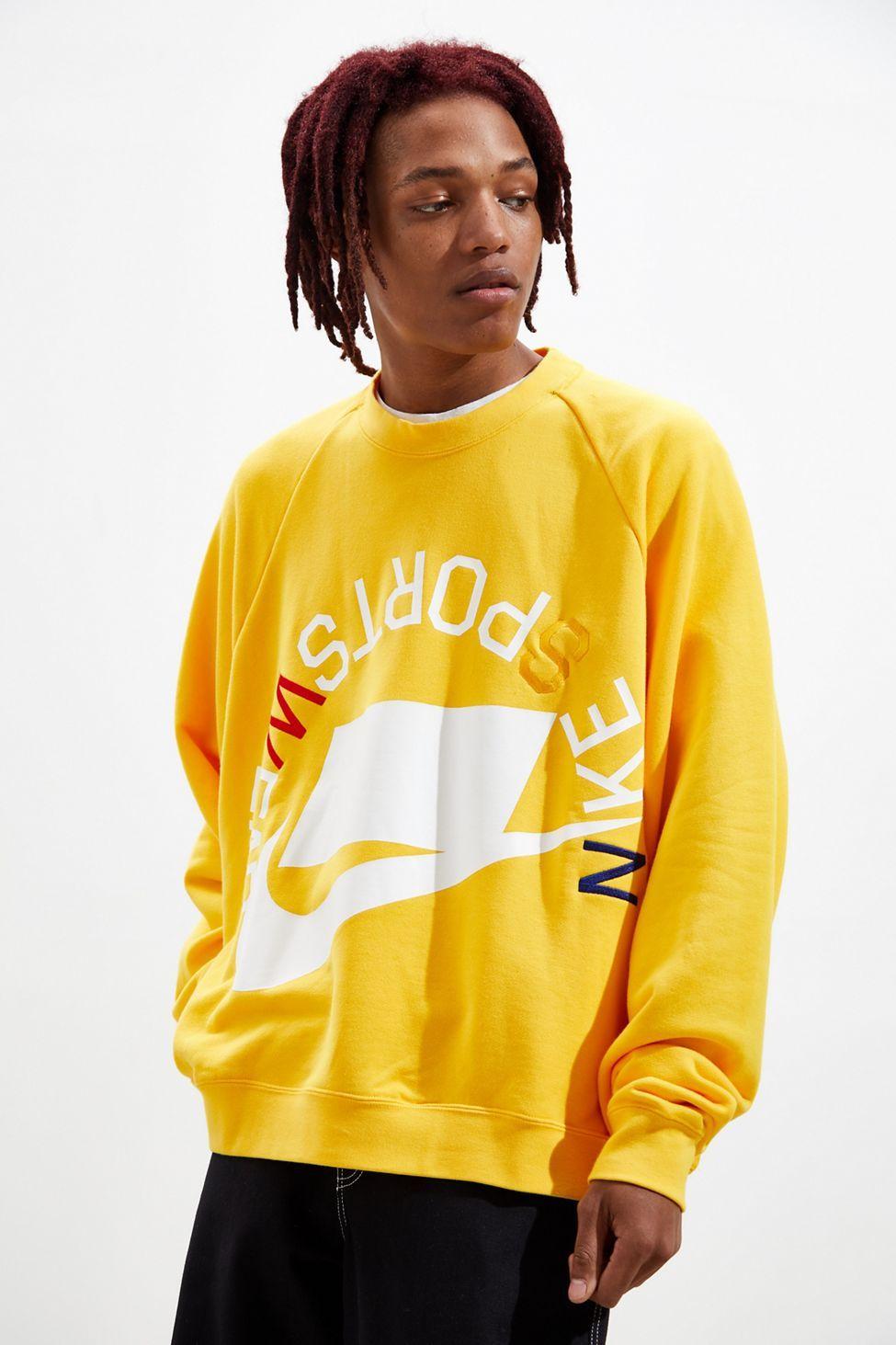 Pin By Maria Calvo On Men S Essentials Crew Neck Sweatshirt Sweatshirts Sportswear [ 1463 x 975 Pixel ]